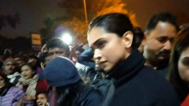 Deepika Padukone Joined Students Protesting Against Mob Attack